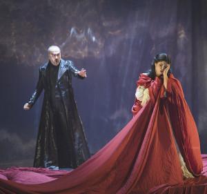 """L'Opéra de Fribourg présente """"Les contes d'Hofmann""""  Christophe Lacassagne, Serenad B. Uyar (photo Alain Wicht)"""